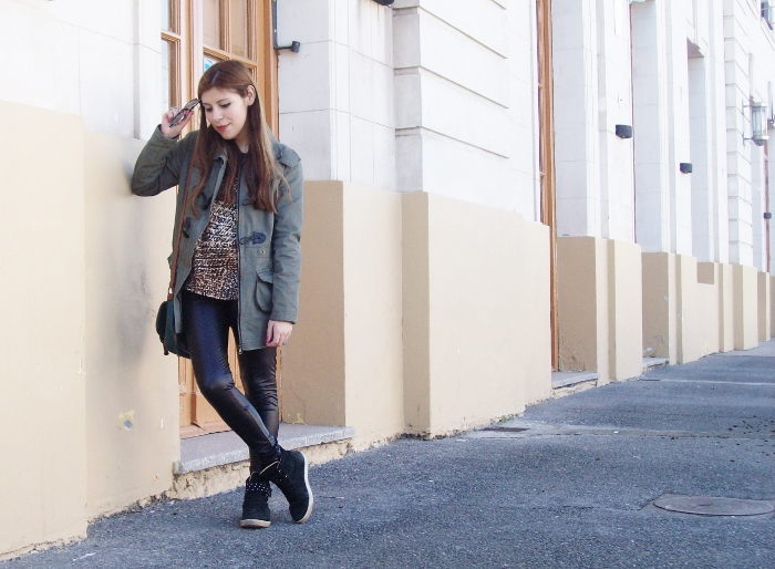 military-green-parka-faux-leather-leggings-streetstyle-argentina-blogger-animal-print01