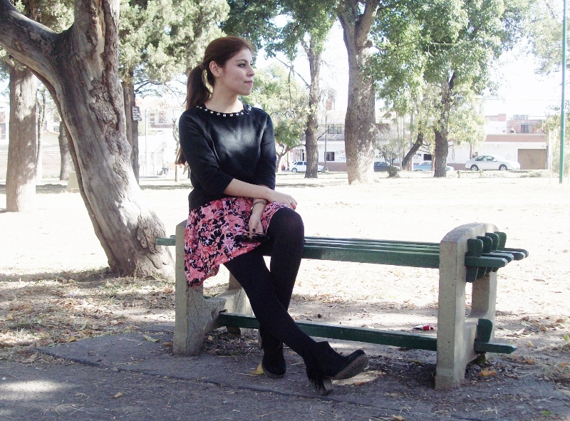 studs-floral-fashion-blogger-streetstyle-winter-tights-booties09