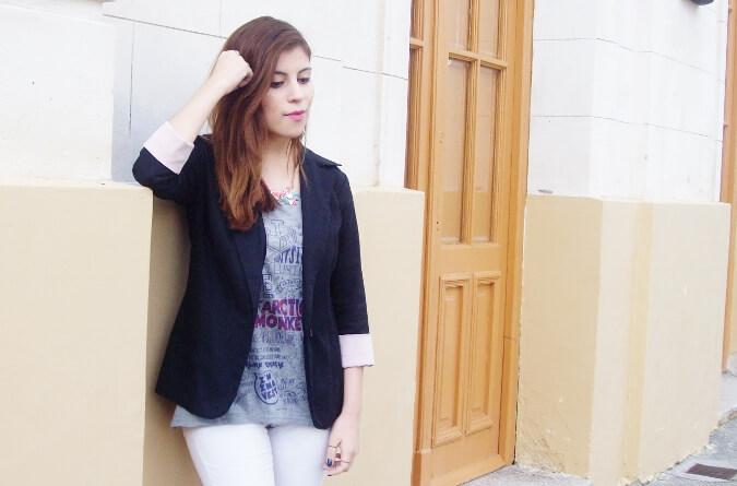 arctic-monkeys-tee-gray-black-blazer-white-jeans-streetstyle03