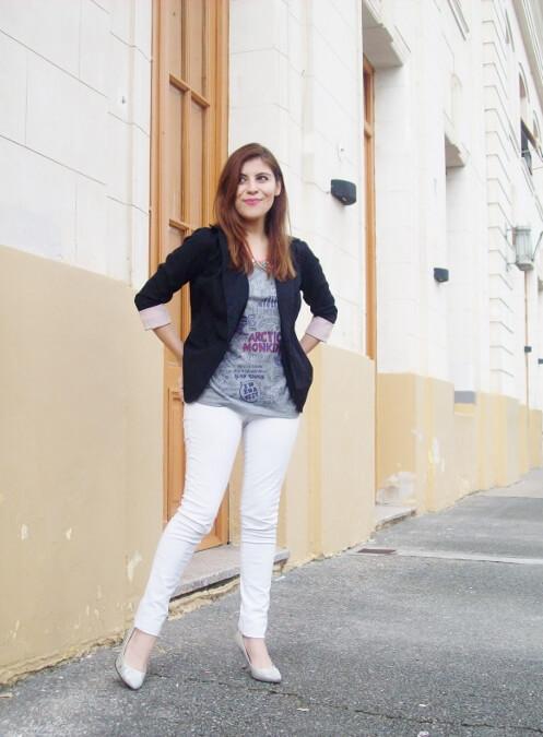 arctic-monkeys-tee-gray-black-blazer-white-jeans-streetstyle04
