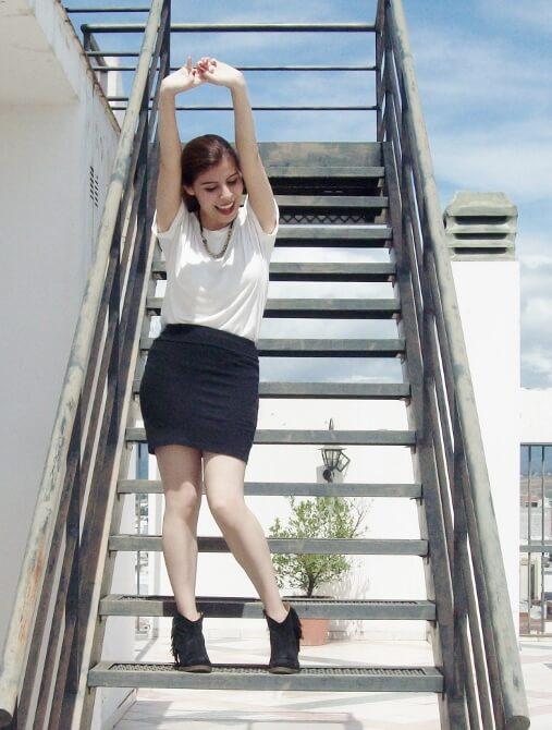 parka-black-mini-booties-white-tee-streetstyle004