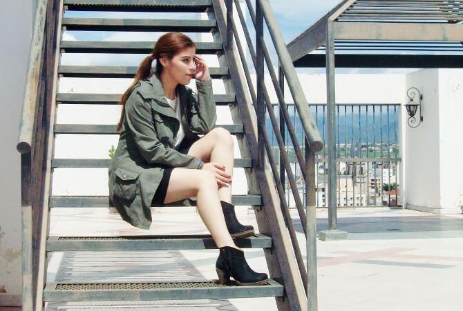 parka-black-mini-booties-white-tee-streetstyle04