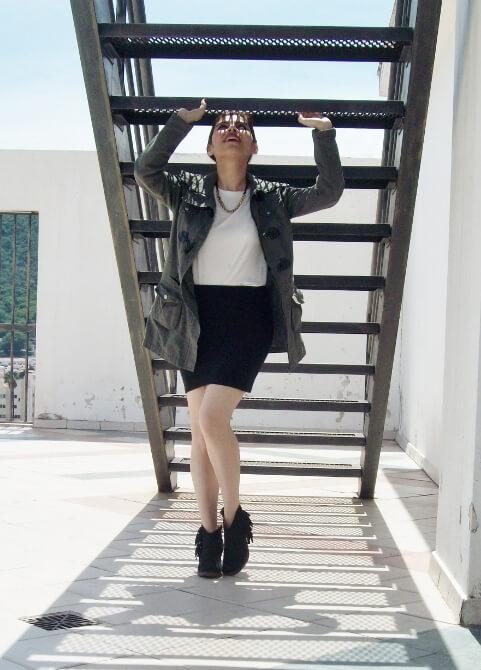 parka-black-mini-booties-white-tee-streetstyle08