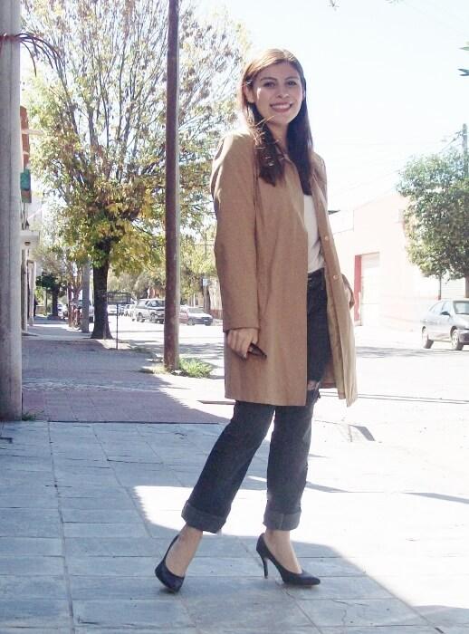 camel-trench-basics-wardrobe-essentials-streetstyle-02