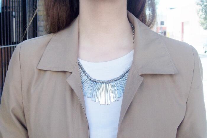 camel-trench-basics-wardrobe-essentials-streetstyle-04