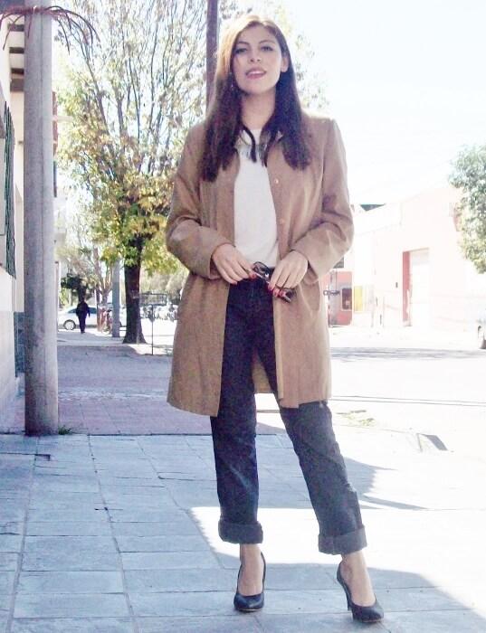 camel-trench-basics-wardrobe-essentials-streetstyle-05
