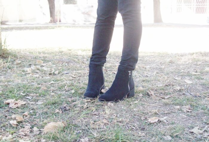 silver-lurex-sweater-black-ankle-booties-streetstyle06