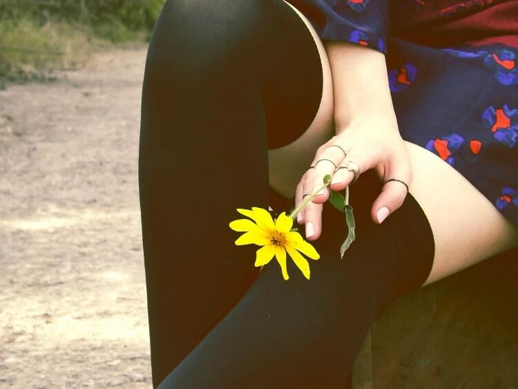 sixties-seventies-boho-hippie-trend-bohemian-dress-stockings-thigh-high-hat-vest-editorial-streetstyle05