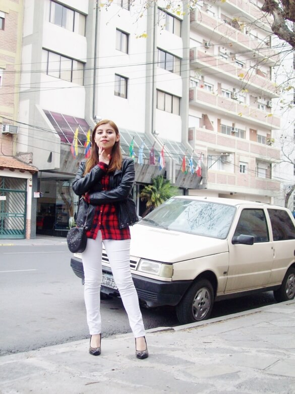 plaid-shirt-biker-white-jeans-animal-print-pumps-mixing-patterns-fall2015-streetstyle-deborah-ferrero02
