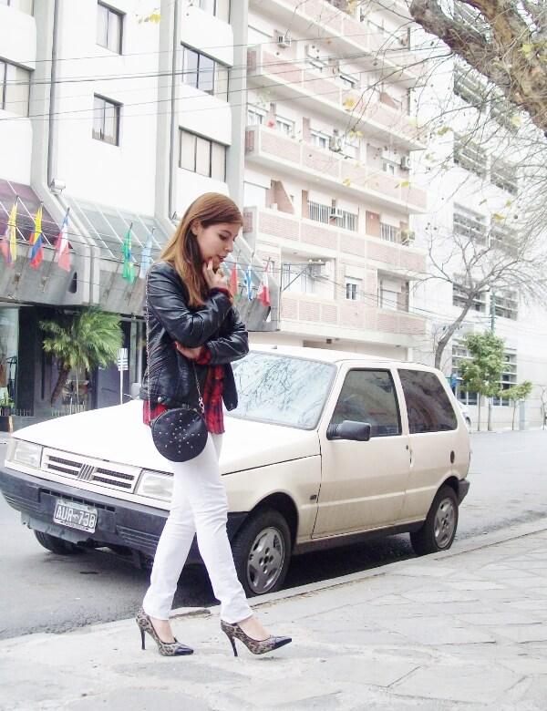 plaid-shirt-biker-white-jeans-animal-print-pumps-mixing-patterns-fall2015-streetstyle-deborah-ferrero05