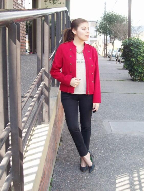 red-jacket-military-inspired-streetstyle-black-skinny-jeans-stilettos02
