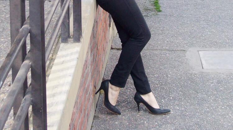 red-jacket-military-inspired-streetstyle-black-skinny-jeans-stilettos09