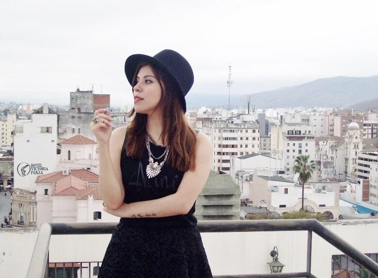 black-skirt-hat-booties-allblack-streetstyle-boho-happinessboutique-statement-necklace003