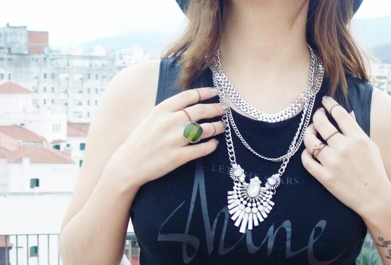 black-skirt-hat-booties-allblack-streetstyle-boho-happinessboutique-statement-necklace06