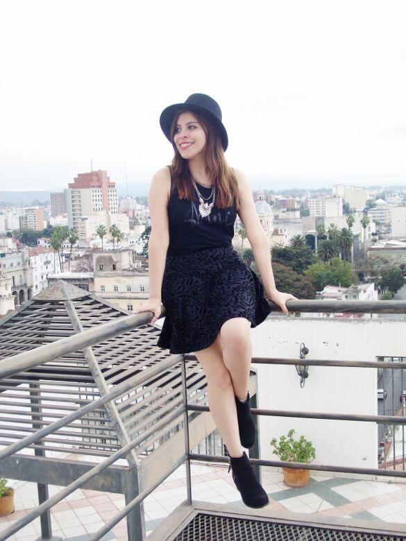 black-skirt-hat-booties-allblack-streetstyle-boho-happinessboutique-statement-necklace07