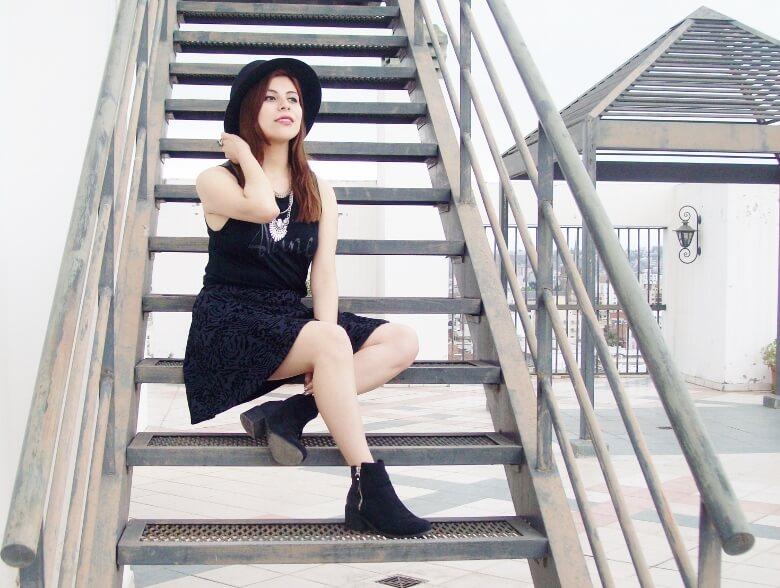 black-skirt-hat-booties-allblack-streetstyle-boho-happinessboutique-statement-necklace08