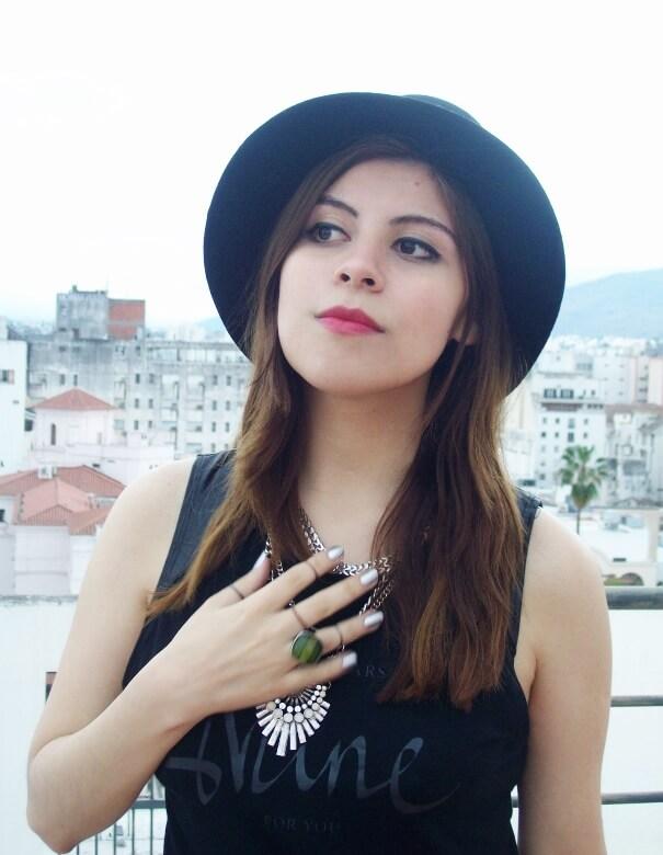 black-skirt-hat-booties-allblack-streetstyle-boho-happinessboutique-statement-necklace09
