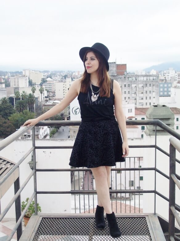 black-skirt-hat-booties-allblack-streetstyle-boho-happinessboutique-statement-necklace10