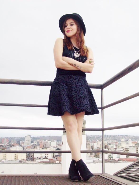 black-skirt-hat-booties-allblack-streetstyle-boho-happinessboutique-statement-necklace11