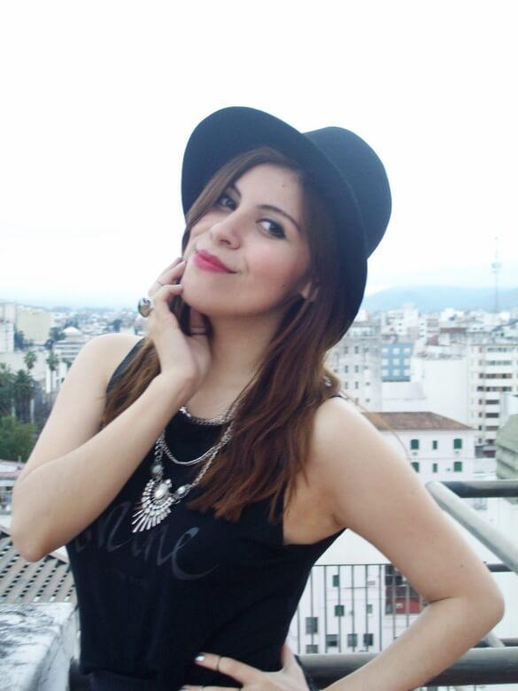 black-skirt-hat-booties-allblack-streetstyle-boho-happinessboutique-statement-necklace14