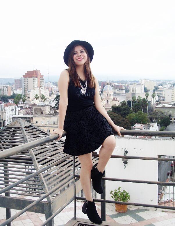 black-skirt-hat-booties-allblack-streetstyle-boho-happinessboutique-statement-necklace15