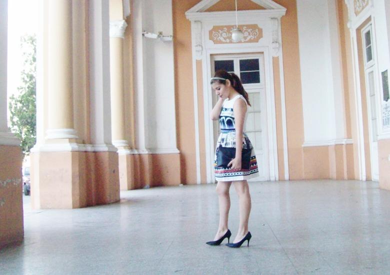 newdress-landscape-printed-fit-and-flare-dress-black-clutch-deborah-ferrero-blog-editorial17
