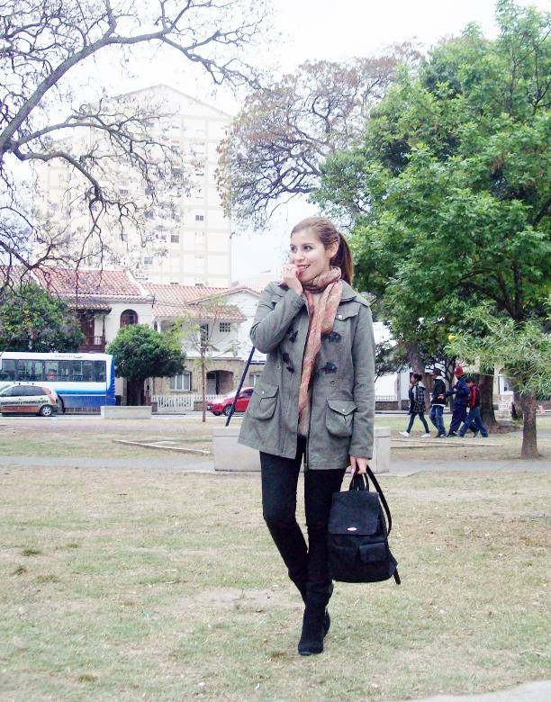 parka-fluffy-sweater-maxi-scarf-olive-military-green-with-orange-streetstyle-deborahferrero-stylebydeb02