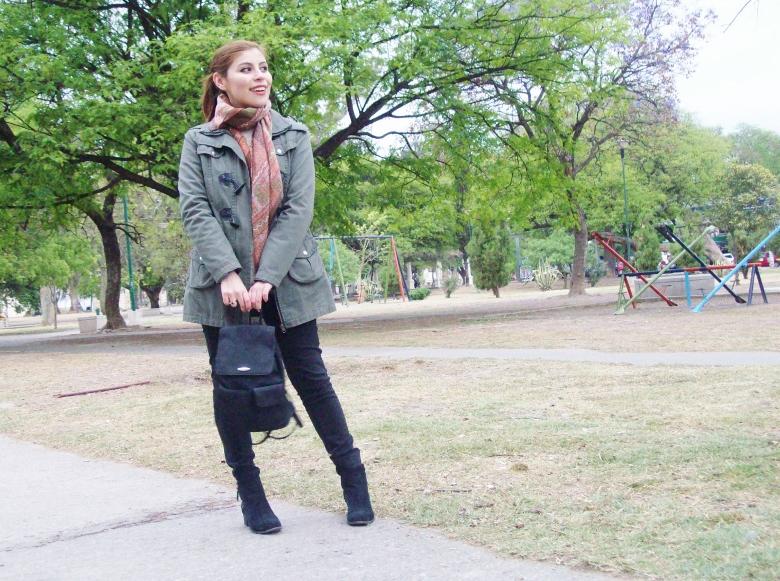 parka-fluffy-sweater-maxi-scarf-olive-military-green-with-orange-streetstyle-deborahferrero-stylebydeb03
