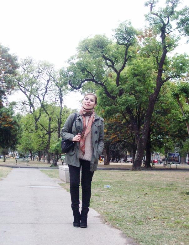 parka-fluffy-sweater-maxi-scarf-olive-military-green-with-orange-streetstyle-deborahferrero-stylebydeb04