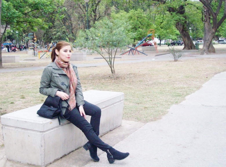 parka-fluffy-sweater-maxi-scarf-olive-military-green-with-orange-streetstyle-deborahferrero-stylebydeb05