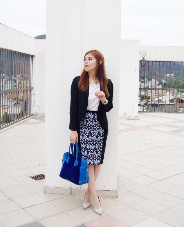 rosegal-cobalt-tote-bag-floral-watch-patterned-pencil-skirt-pr-friendly-fashion-blogger-stylebydeb-deborah-ferrero-streetstyle04