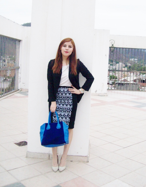 rosegal-cobalt-tote-bag-floral-watch-patterned-pencil-skirt-pr-friendly-fashion-blogger-stylebydeb-deborah-ferrero-streetstyle13