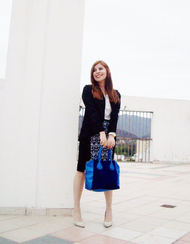 rosegal-cobalt-tote-bag-floral-watch-patterned-pencil-skirt-pr-friendly-fashion-blogger-stylebydeb-deborah-ferrero-streetstyle16