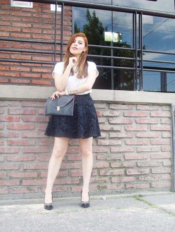 black-and-white-outfit-leopard-print-stilettos-deborah-ferrero-streetstyle-textured-skirt13