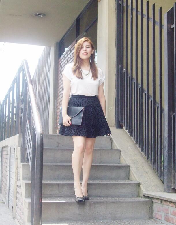 black-and-white-outfit-leopard-print-stilettos-deborah-ferrero-streetstyle-textured-skirt19