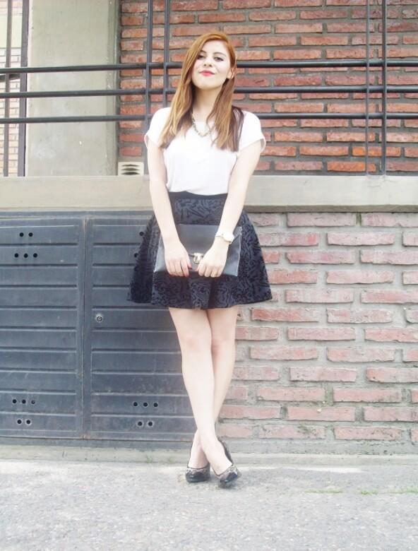 black-and-white-outfit-leopard-print-stilettos-deborah-ferrero-streetstyle-textured-skirt20
