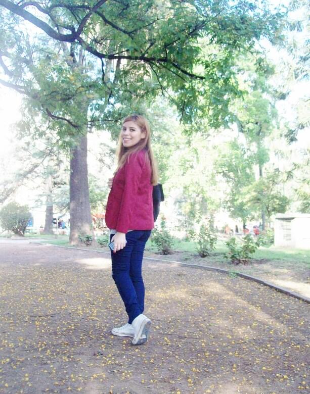 burgundy-blazer-peuque-jeans-converse-sneakers-streetstyle05