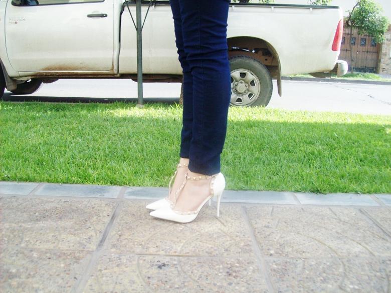 sammydress-white-leather-valentino-rockstaud-pumps-strappy-shoes-stiletto-heel-streetstyle07