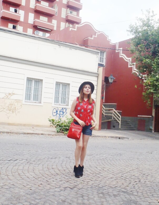 denim-shorts-black-fringed-booties-cowgirl-style-texan-look-streetstyle04