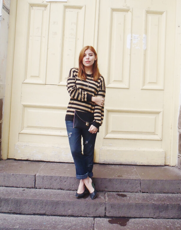 striped-sweater-ripped-bopyfriend-jeans-black-stiletto-pumps-newdress-clutch-fall2016trends-01
