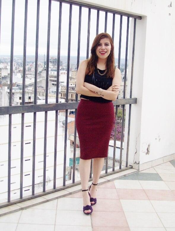 burgundy-pencil-skirt-black-crop-top-streetstyle-deborah-ferrero-style-by-deb01