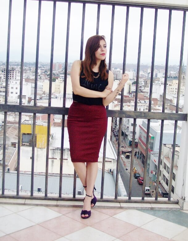 burgundy-pencil-skirt-black-crop-top-streetstyle-deborah-ferrero-style-by-deb02