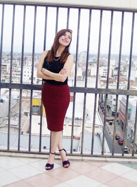 burgundy-pencil-skirt-black-crop-top-streetstyle-deborah-ferrero-style-by-deb04