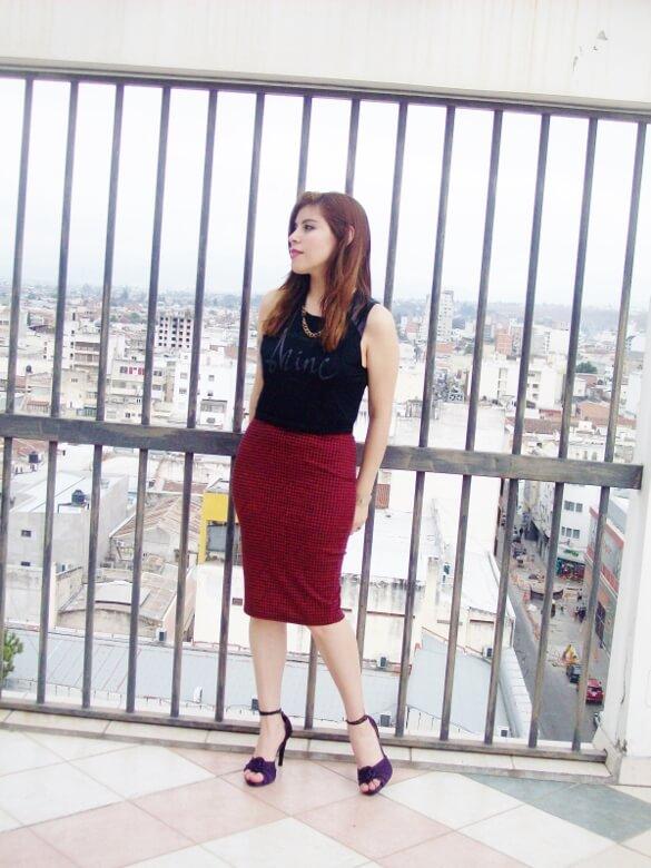 burgundy-pencil-skirt-black-crop-top-streetstyle-deborah-ferrero-style-by-deb05