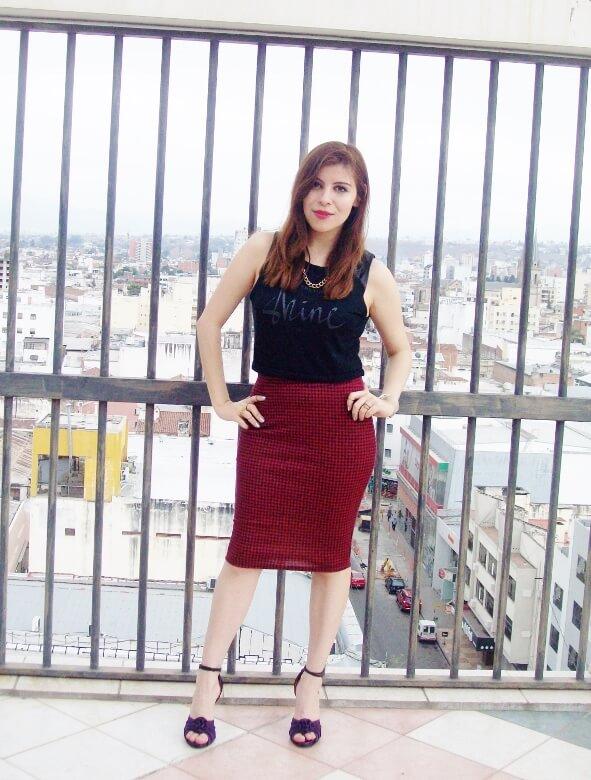 burgundy-pencil-skirt-black-crop-top-streetstyle-deborah-ferrero-style-by-deb07