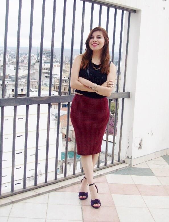 burgundy-pencil-skirt-black-crop-top-streetstyle-deborah-ferrero-style-by-deb09