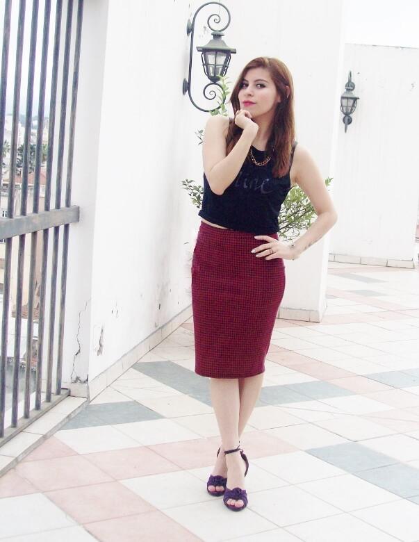 burgundy-pencil-skirt-black-crop-top-streetstyle-deborah-ferrero-style-by-deb10