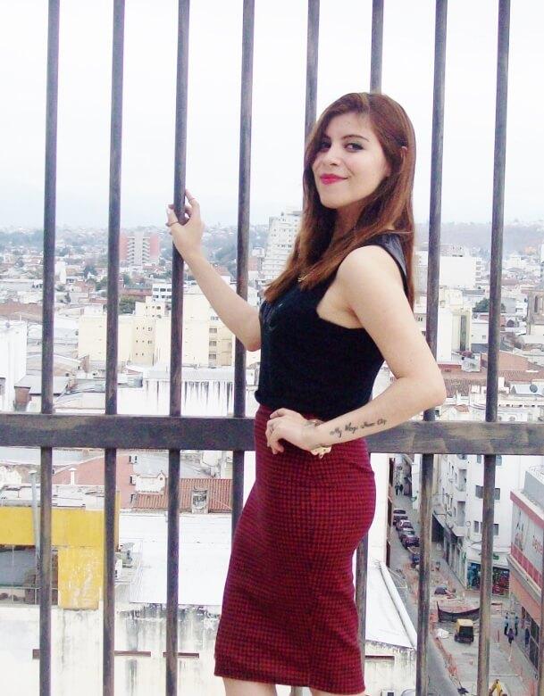 burgundy-pencil-skirt-black-crop-top-streetstyle-deborah-ferrero-style-by-deb11