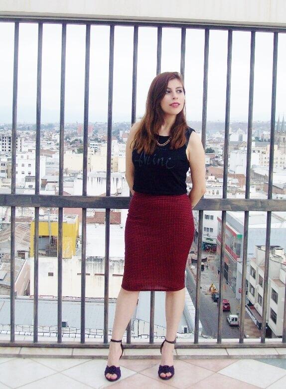 burgundy-pencil-skirt-black-crop-top-streetstyle-deborah-ferrero-style-by-deb12