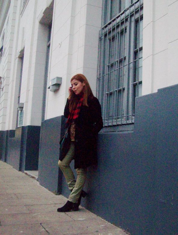 olive pants black coat plaid tartan scarf deborah ferrero streetstyle winter 2016 trends06